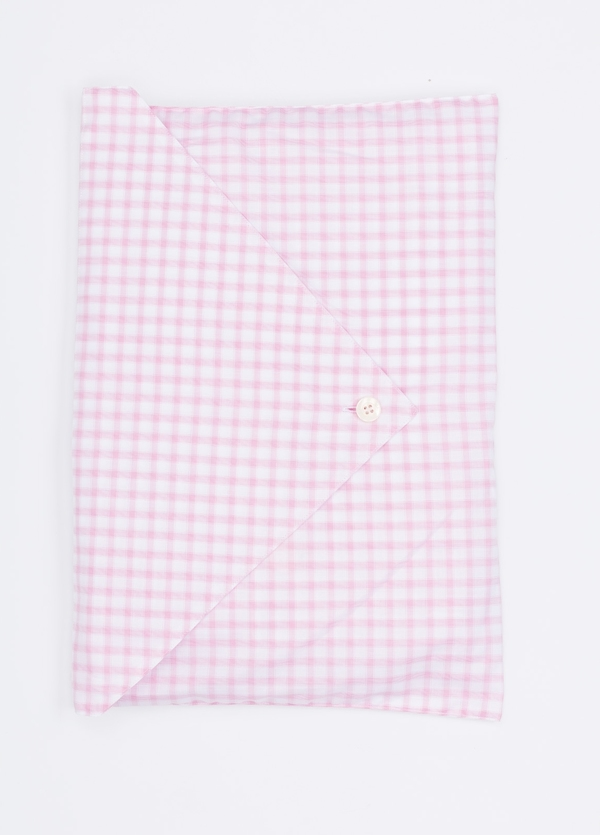 Pijama LARGO dos piezas, pantalón largo con cinta no elástica y funda incluida color rosa con estampado de cuadros. 100% Algodón. - Ítem1