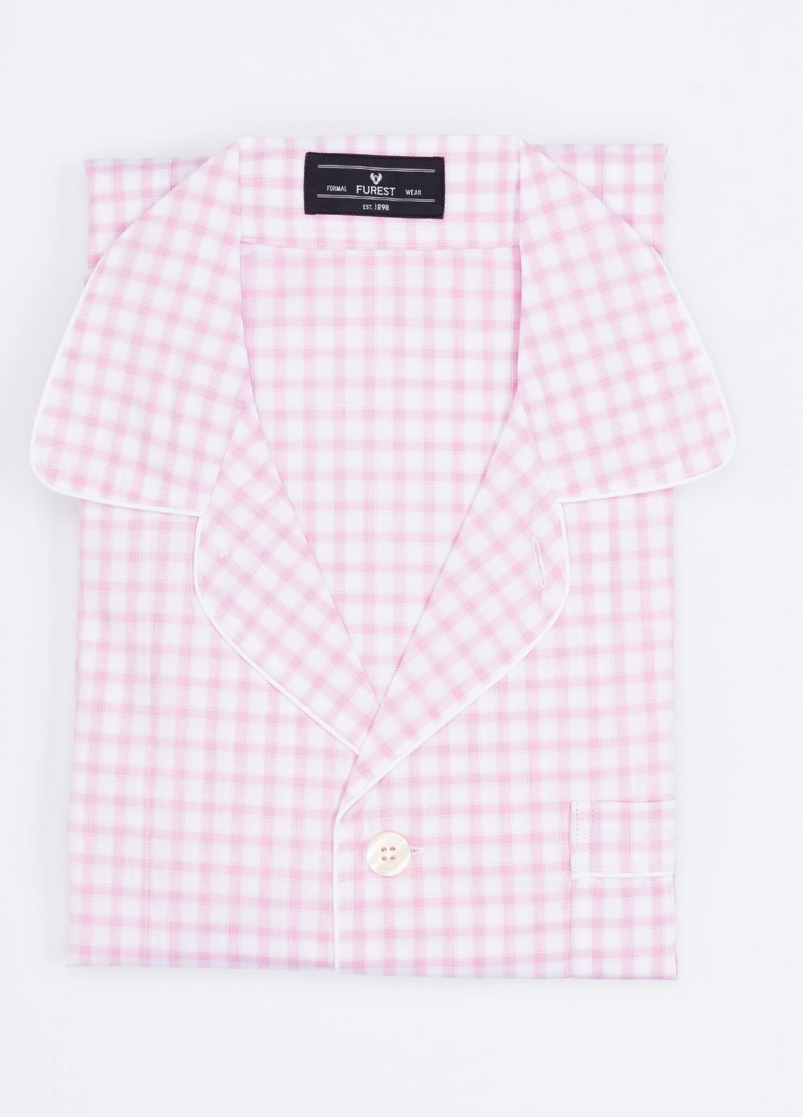Pijama LARGO dos piezas, pantalón largo con cinta no elástica y funda incluida color rosa con estampado de cuadros. 100% Algodón.
