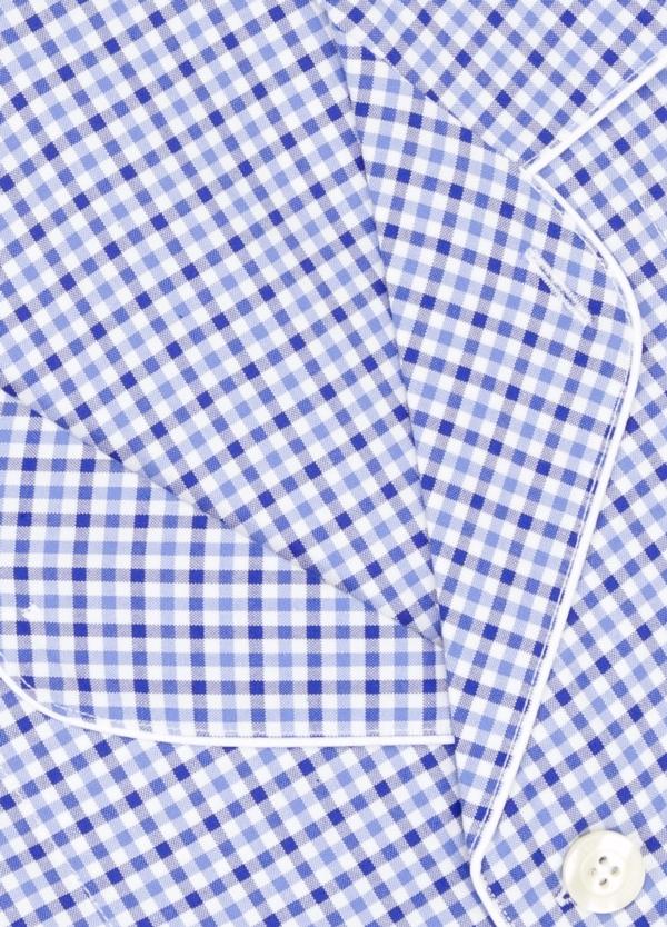 Pijama LARGO dos piezas, pantalón largo con cinta no elástica y funda incluida color azul con estampado de cuadros. 100% Algodón. - Ítem1