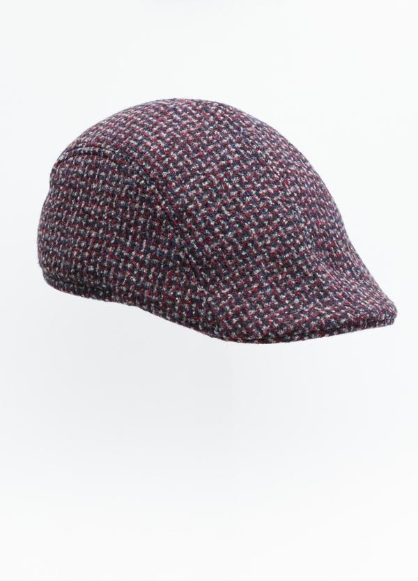 Gorra tipo ascot color granate tejido de lana con diseño jaspeado.