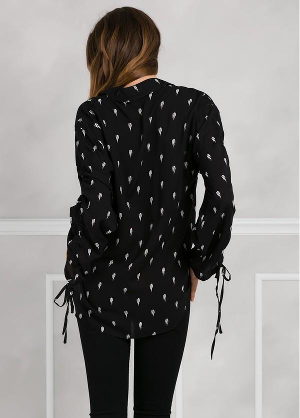 Blusa larga estampada color negro anudada en mangas. - Ítem2
