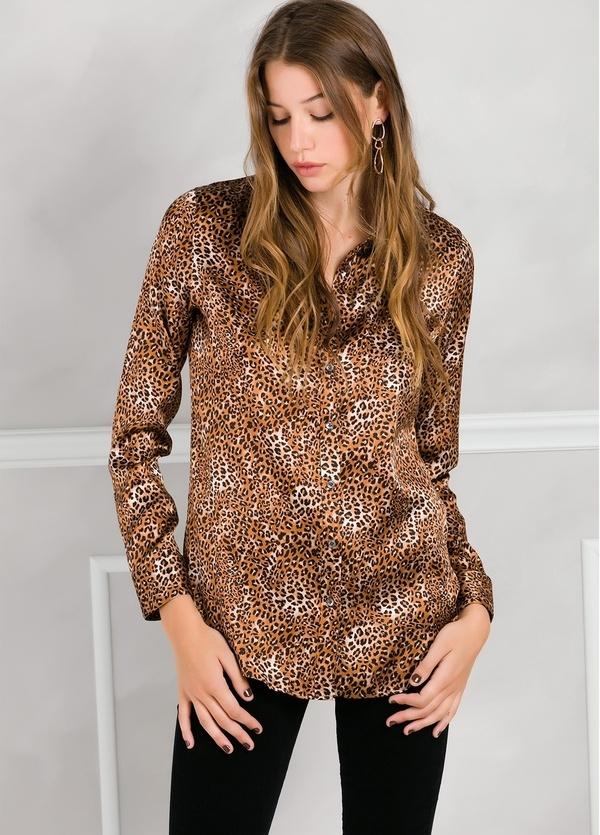 Camisa woman modelo ALICEYS estampado animal print color marrón.