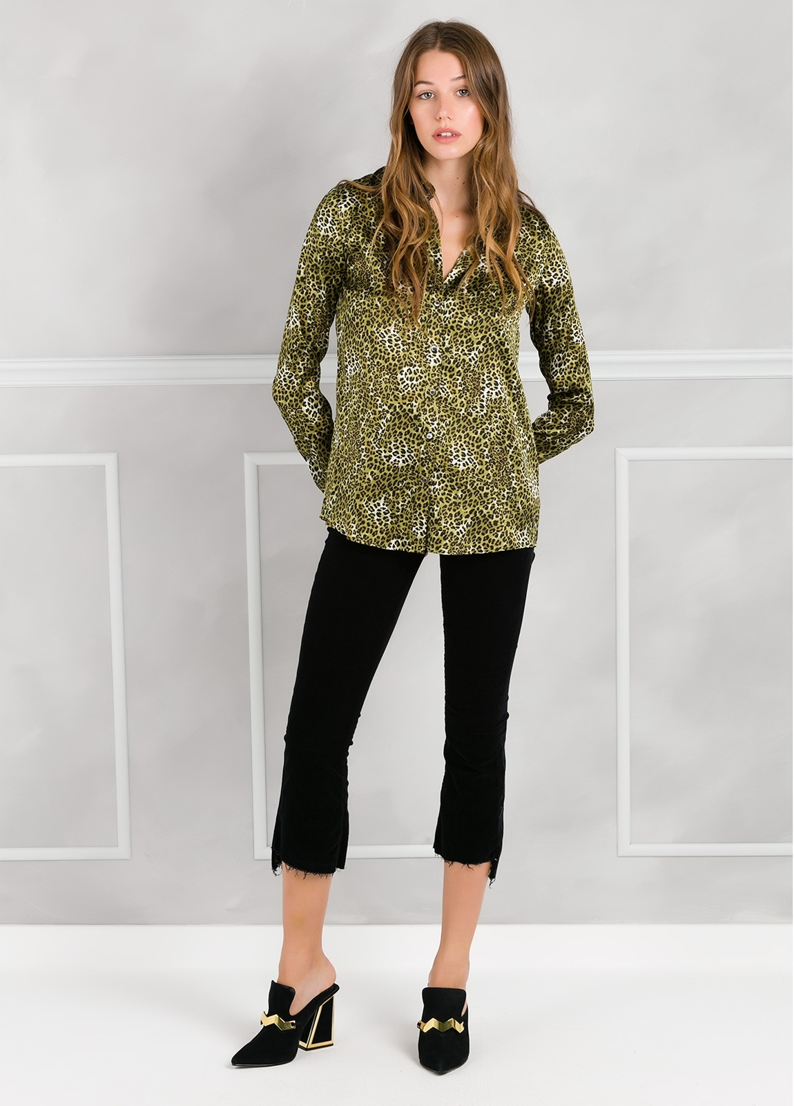 Camisa woman modelo ALICEYS estampado animal print color verde.