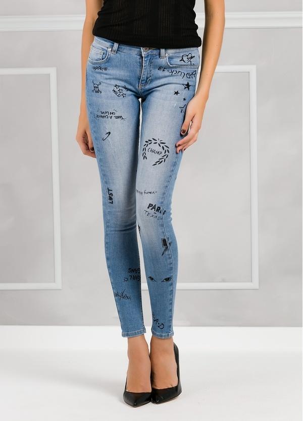 Pantalón tejano SKINNY FIT color denim con dibujos a mano.