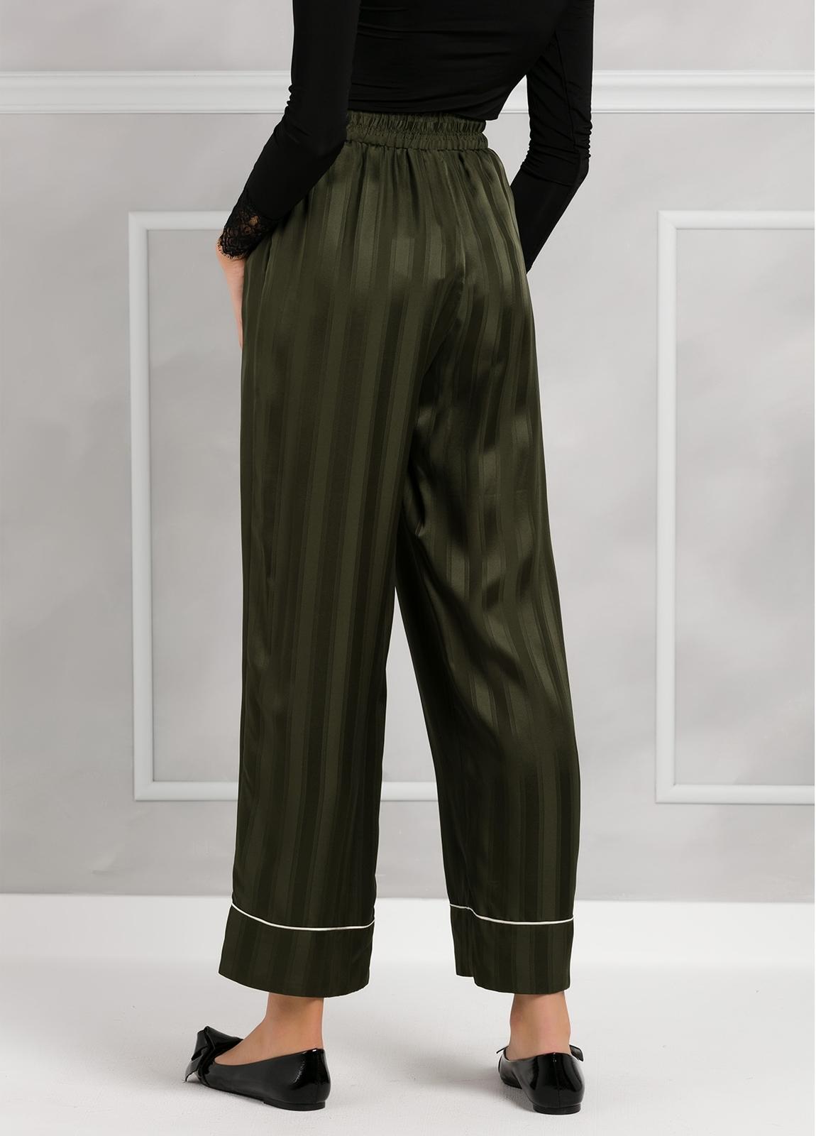 Pantalón woman fluido de corte ancho con rayas, color verde. - Ítem1