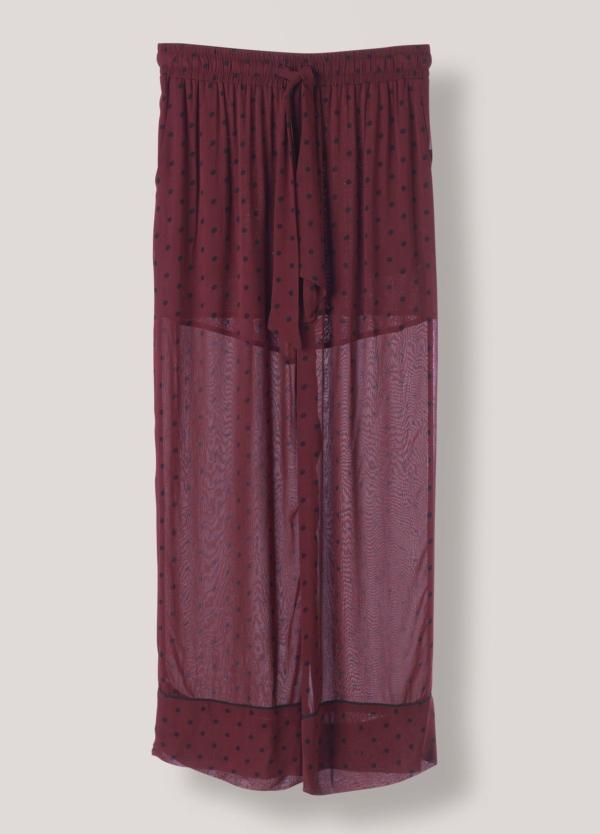 Pantalón ancho color granate y estampado de topos con cintura elástica y lazada. 100% Viscosa.