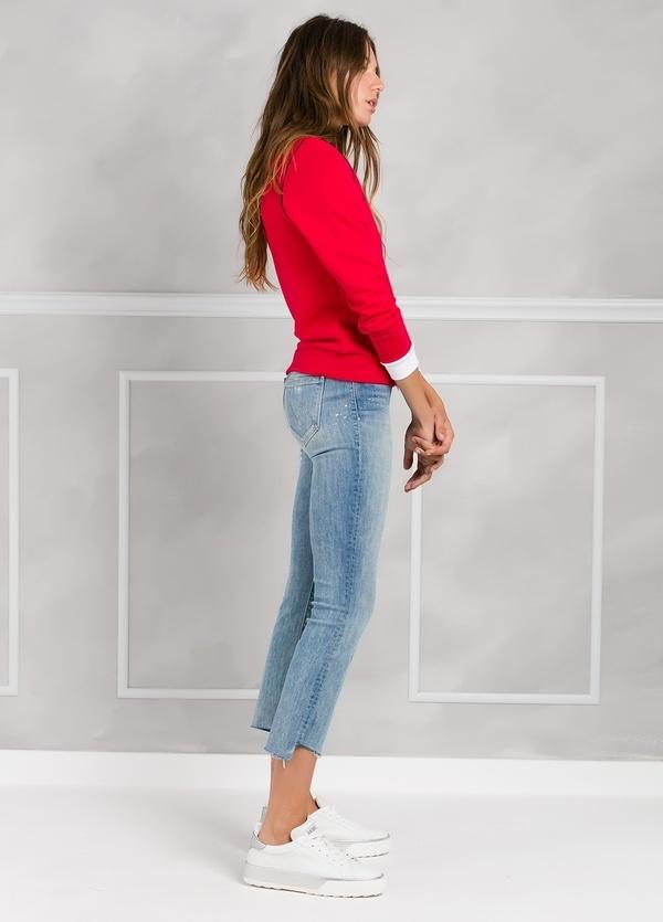 Jersey sport color rojo con estampado gráfico y cintura y puños en contraste. 100% Algodón. - Ítem2