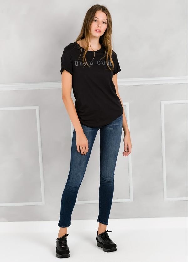 Camiseta manga corta color negro con motivo gráfico. 50% Algodón 50% Modal.