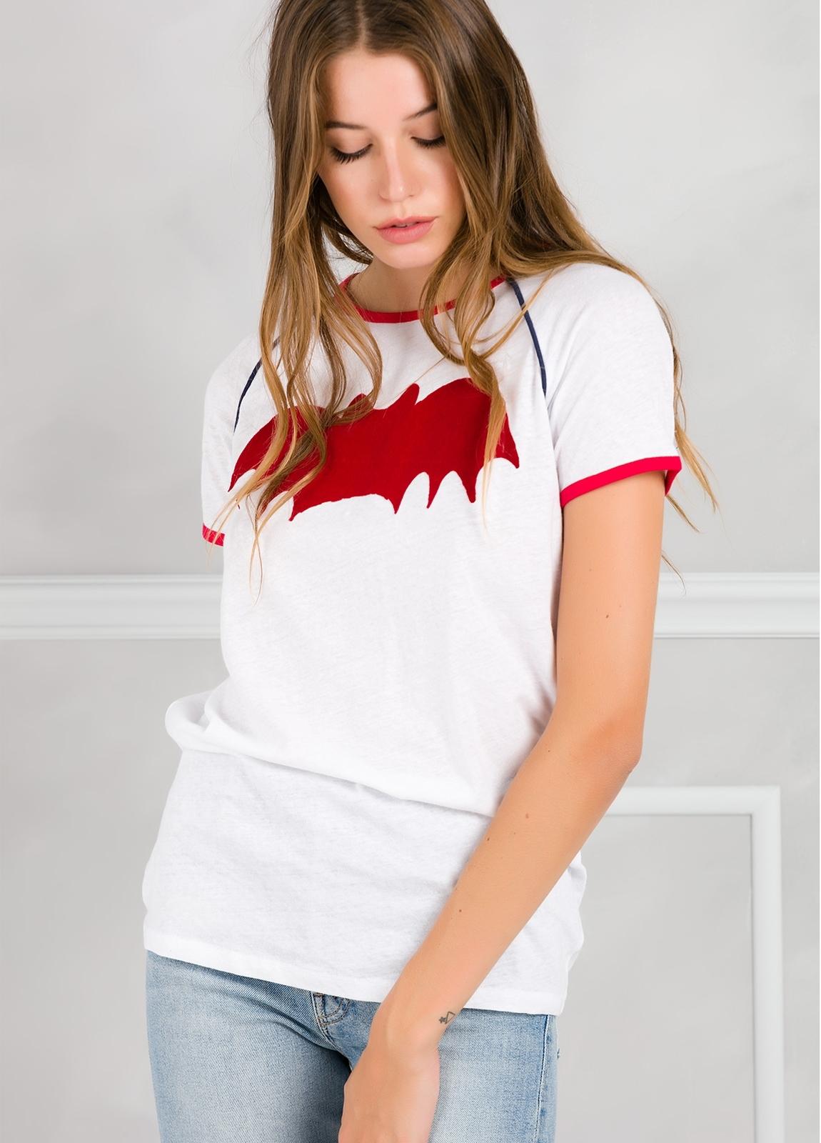 Camiseta manga corta color blanco con motivo gráfico.