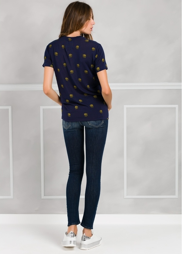 camiseta manga corta color azul marino con dibujo impreso leopardos. 94% Lyocell 6% Elastán. - Ítem1