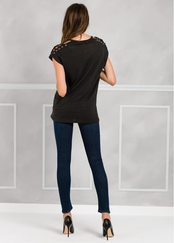 Camiseta woman manga corta color negro, con cordones en mangas y apliques metálicos. - Ítem2