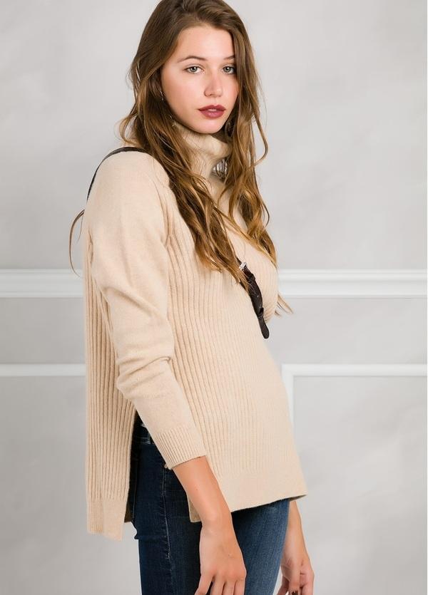 Jersey woman cuello cisne color beige con canalé y aberturas laterales. - Ítem1