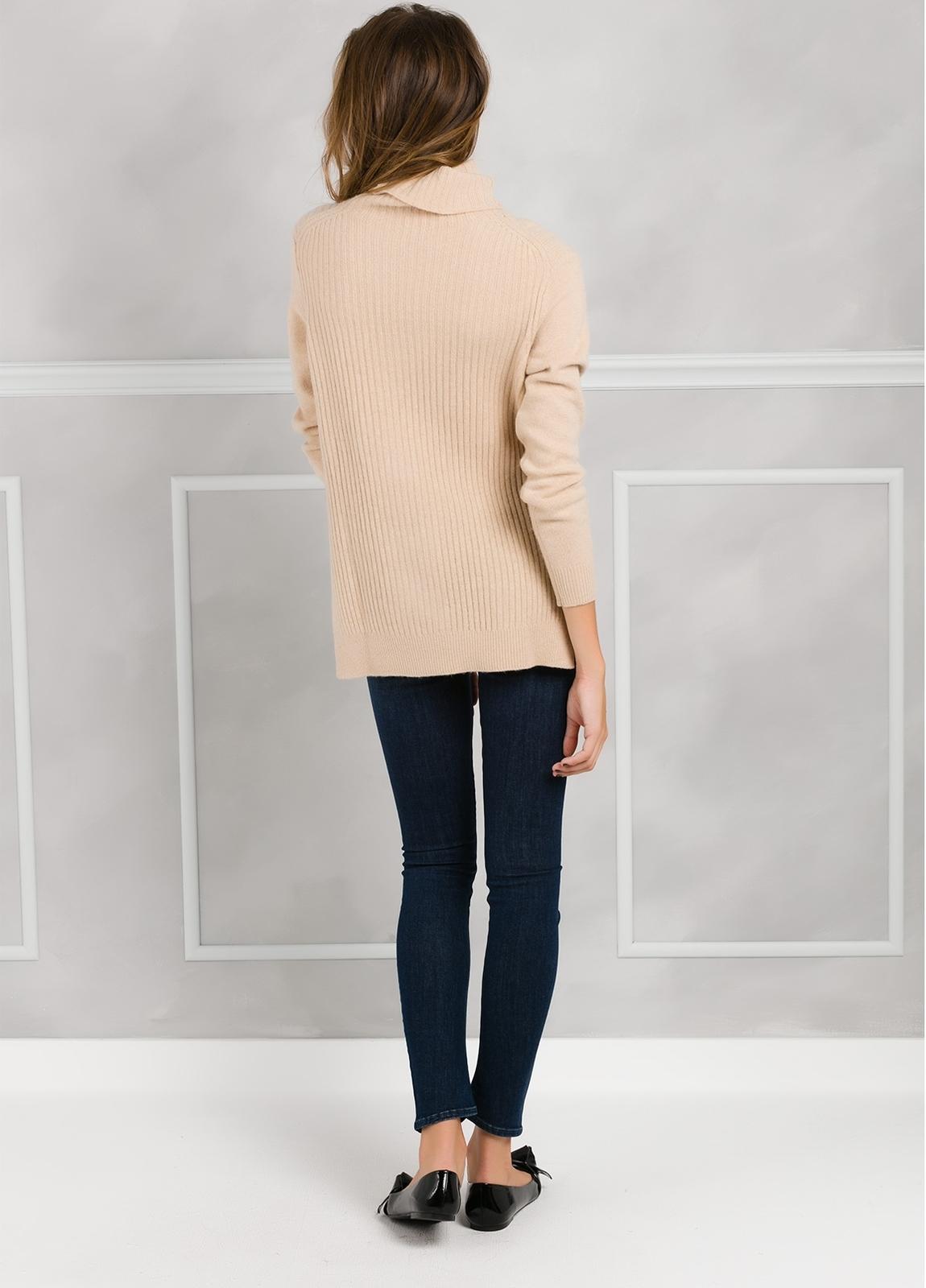 Jersey woman cuello cisne color beige con canalé y aberturas laterales. - Ítem2