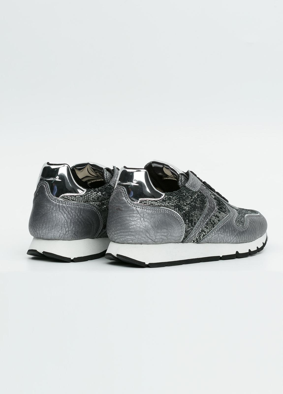 Calzado sport woman color gris metalizado con detalles plateados. Combinación de piel y tejido técnico. - Ítem3