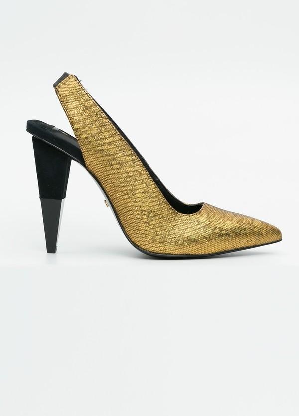 Zapato woman de piel efecto pitón color dorado.