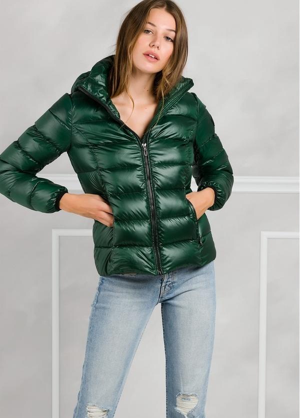 Chaqueta tipo plumón con capucha modelo TOR color verde. Interior 100% Piumino. Exterior poliamida.