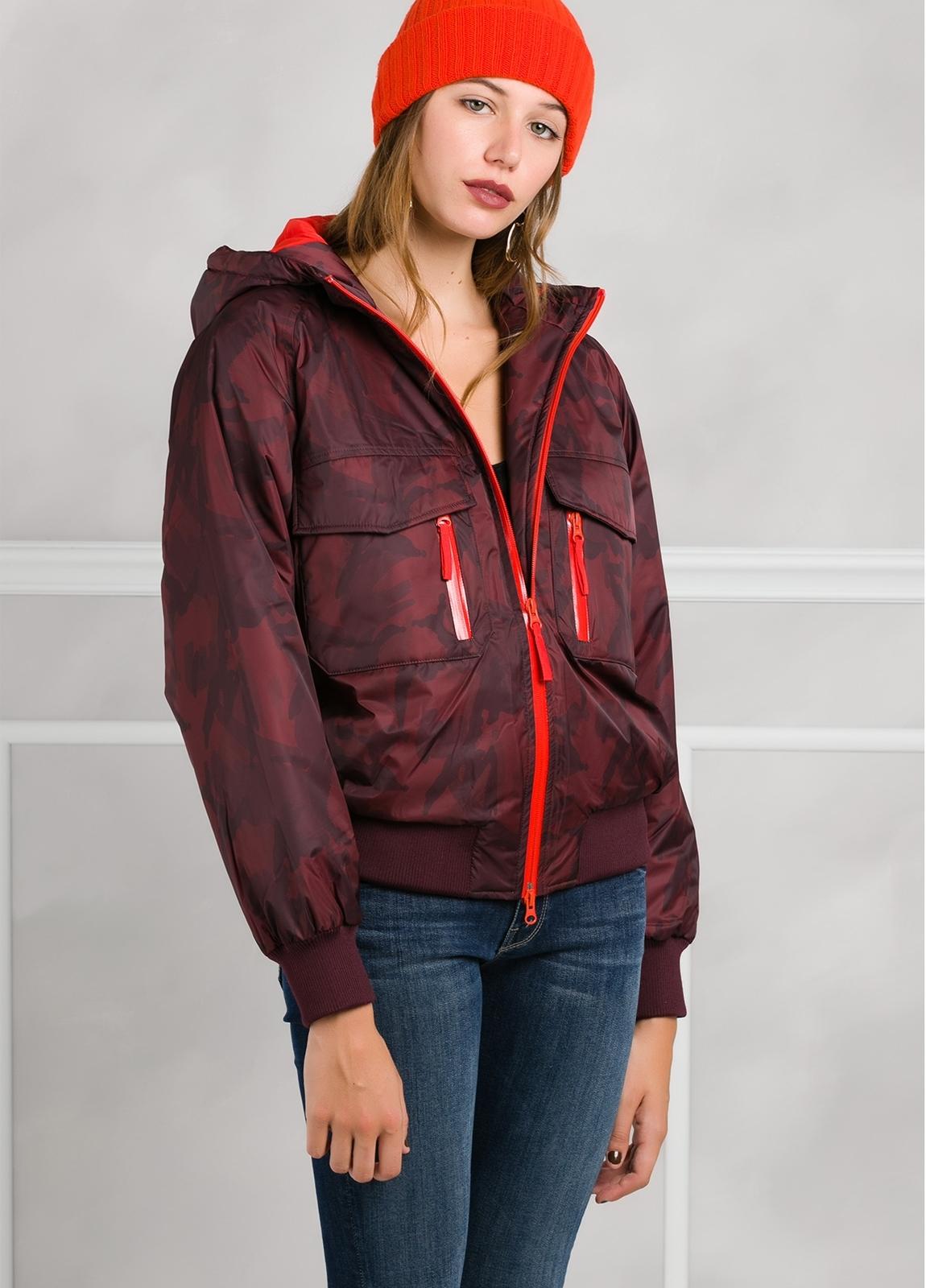 Cazadora woman impermeable con cremalleras y bolsillos, color vino. - Ítem1