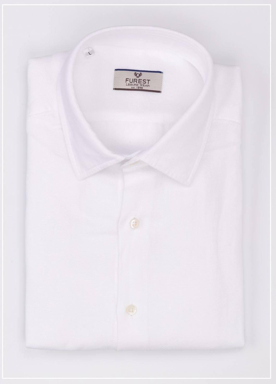 Camisa Leisure Wear REGULAR FIT tejido grabado color blanco, 57% lino 43% algodón.