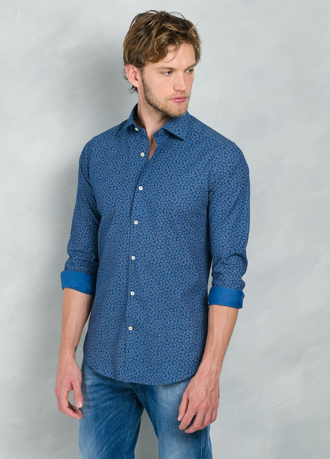 Camisa Casual Wear SLIM FIT Modelo PORTO estampado floral color azul, 100% Algodón.