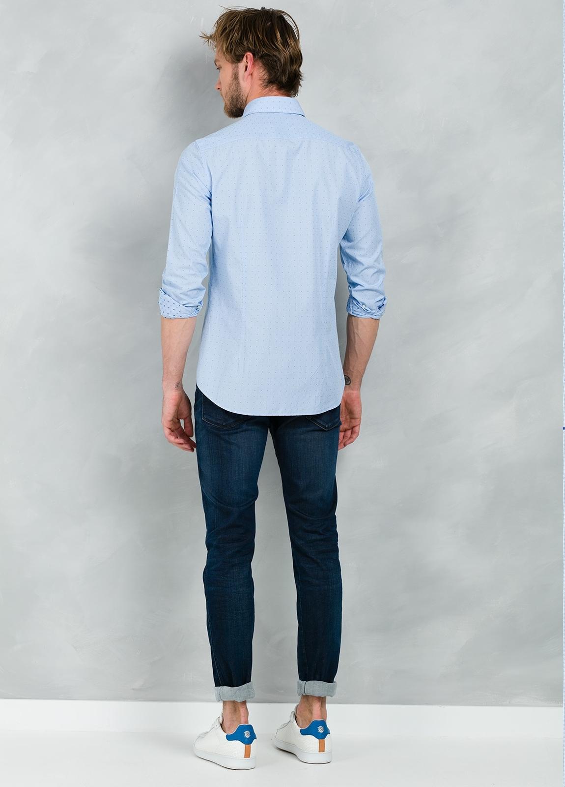 Camisa Casual Wear SLIM FIT Modelo PORTO micro dibujo color celeste, 100% Algodón. - Ítem3