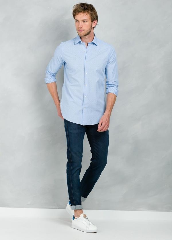 Camisa Casual Wear SLIM FIT Modelo PORTO micro dibujo color celeste, 100% Algodón.
