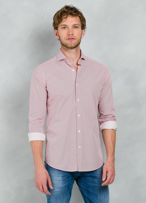 Camisa Casual Wear SLIM FIT Modelo CAPRI estampado lunar color rojo, 100% Algodón.