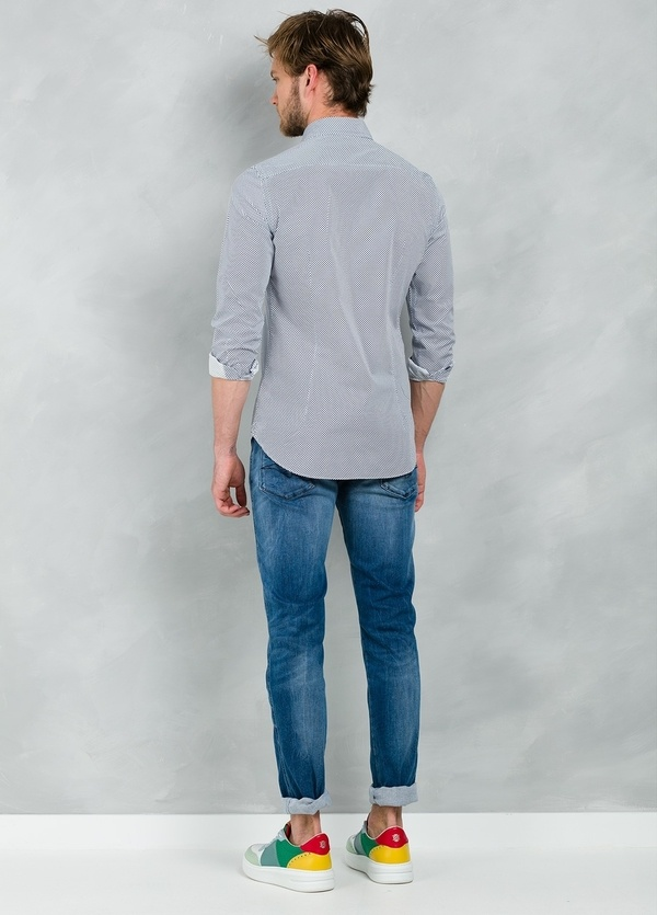 Camisa Casual Wear SLIM FIT Modelo CAPRI estampado lunar color azul, 100% Algodón. - Ítem3