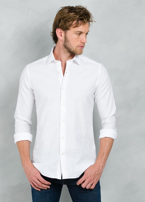 Camisa Casual Wear SLIM FIT Modelo PORTO lisa textura color blanco, 100% Algodón.