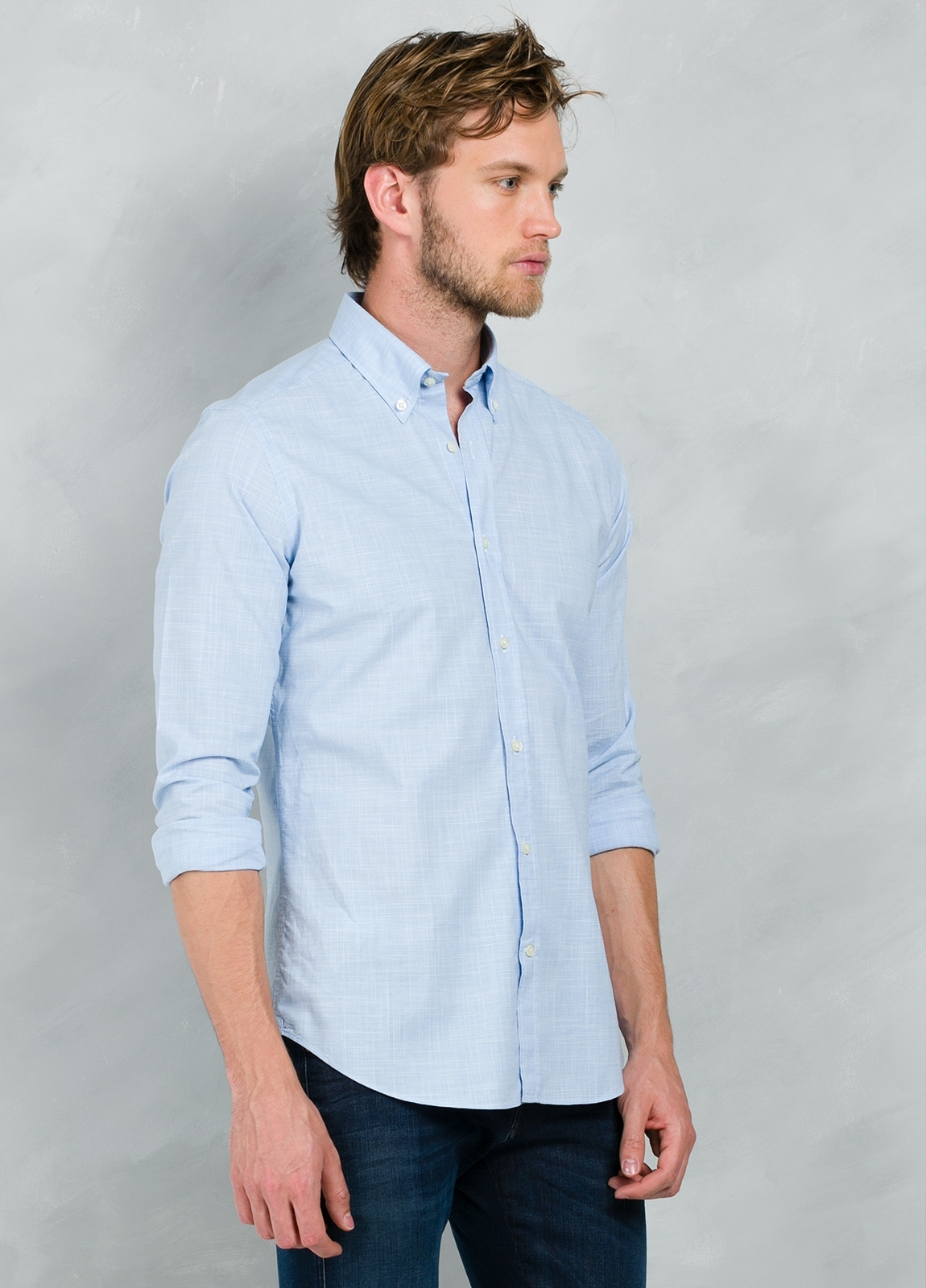 Camisa Casual Wear SLIM FIT Modelo BUTTON DOWN dibujo pata de gallo color celeste, 100% Algodón. - Ítem1