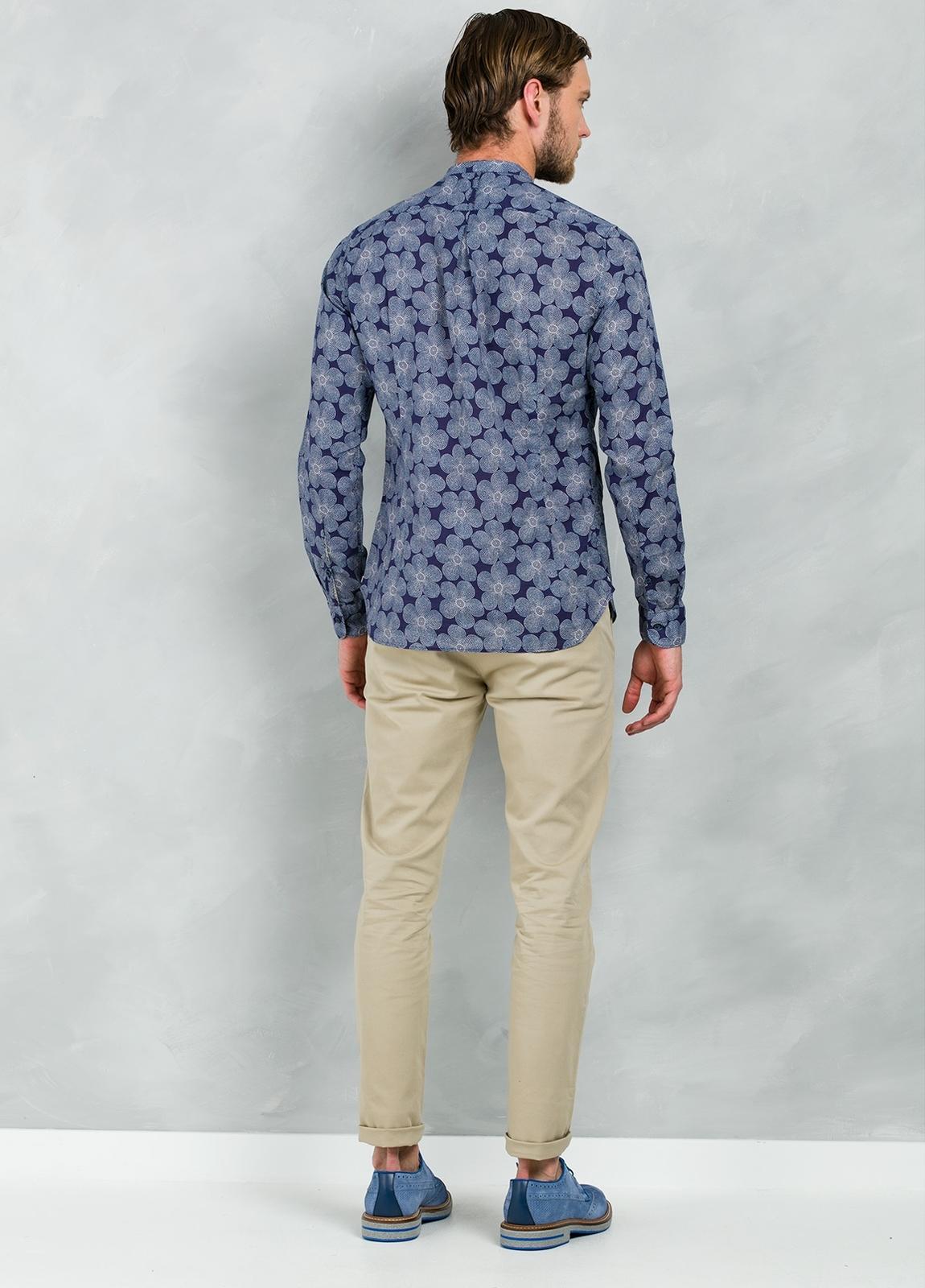 Camisa sport SLIM FIT modelo MAO JAPAN maxi estampado floral y cuello mao, 100% Algodón. - Ítem2