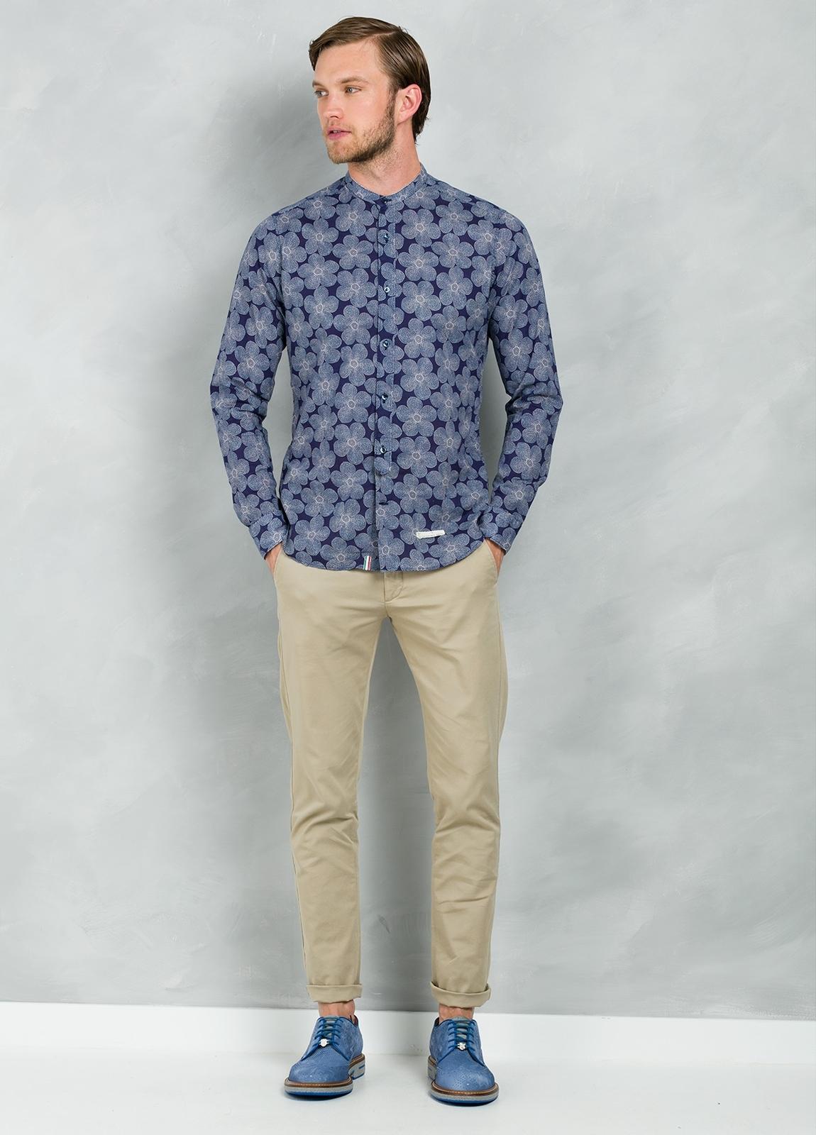 Camisa sport SLIM FIT modelo MAO JAPAN maxi estampado floral y cuello mao, 100% Algodón.