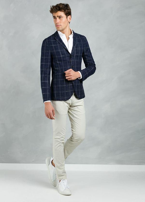 Americana SOFT JACKET Slim Fit con diseño cuadro ventana color azul, 90% Viscosa 5% Lino 5% Algodón.