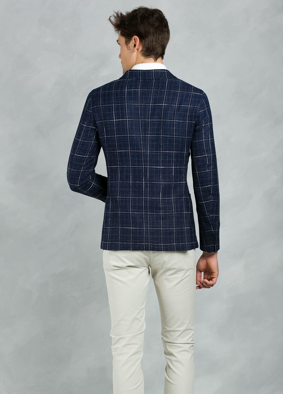 Americana SOFT JACKET Slim Fit con diseño cuadro ventana color azul, 90% Viscosa 5% Lino 5% Algodón. - Ítem4