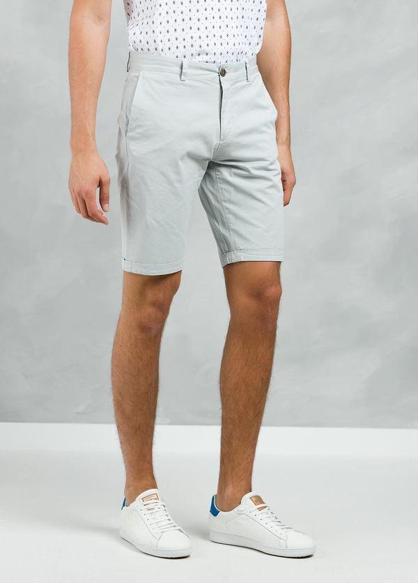 Bermuda ligeramente slim fit color gris, 100% Algodón. - Ítem1