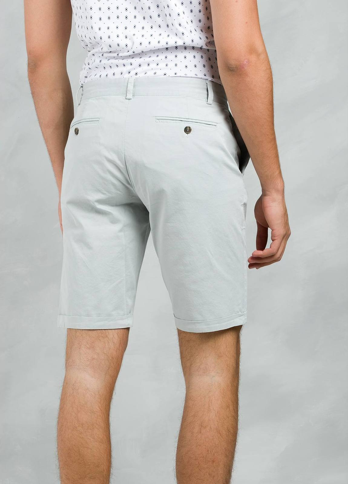 Bermuda ligeramente slim fit color gris, 100% Algodón. - Ítem2