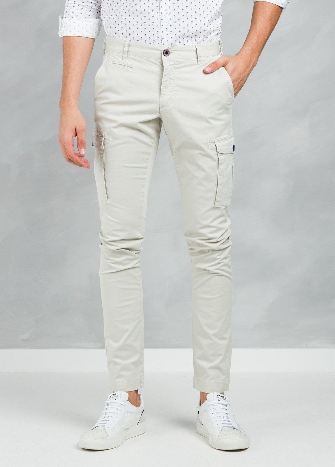 Pantalón Sport SLIM FIT modelo TONY con bolsillos laterales color beige, 97% Algodón 3% Elastán. - Ítem3