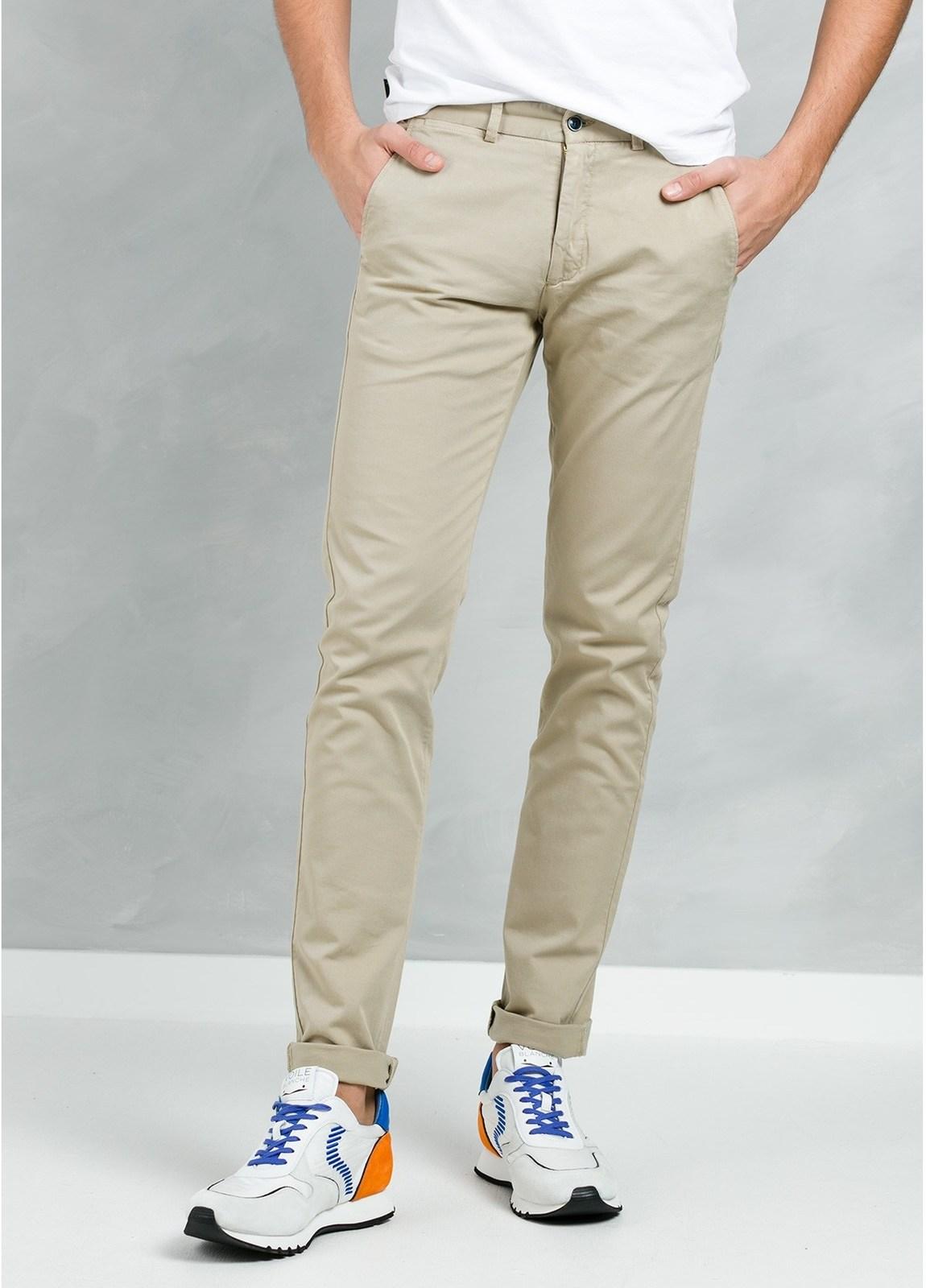 Pantalón Casual Wear, SLIM FIT micro textura color beige, 97% Algodón 3% Elastómero.