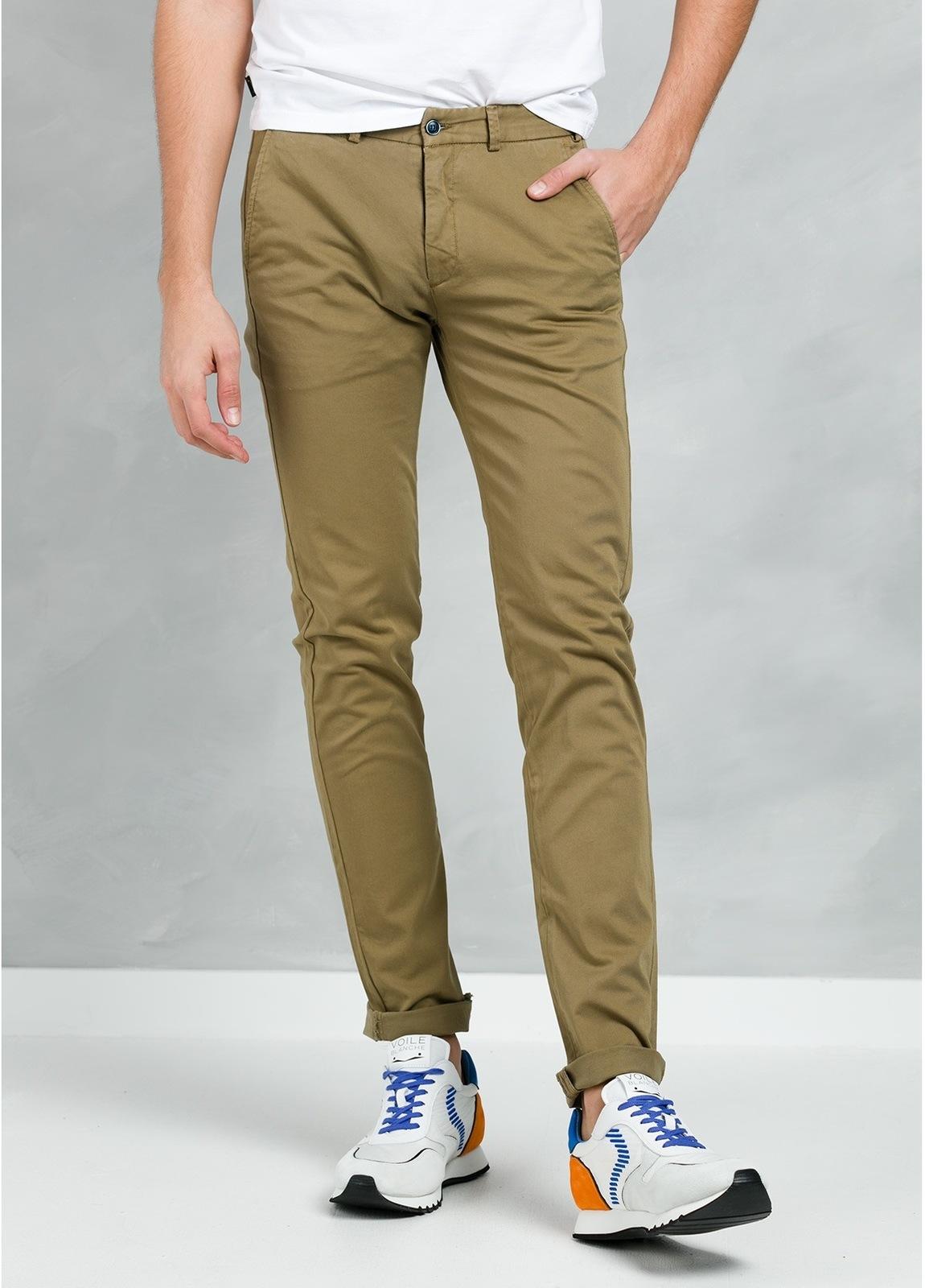 Pantalón Casual Wear, SLIM FIT micro textura color tostado, 97% Algodón 3% Elastómero.