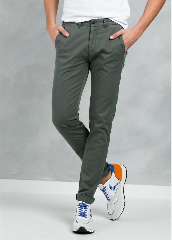 Pantalón Casual Wear, SLIM FIT micro textura color kaki, 97% Algodón 3% Elastómero.