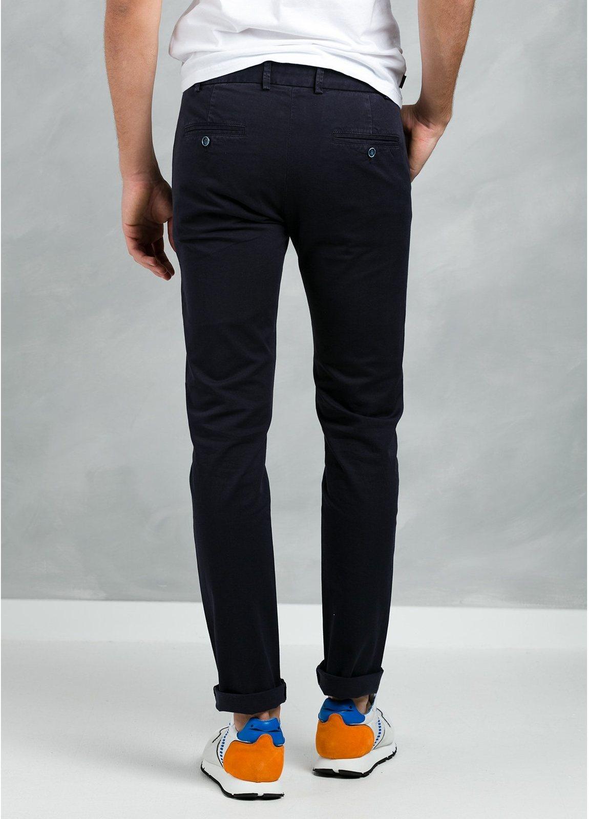 Pantalón Casual Wear, SLIM FIT micro textura color azul marino, 97% Algodón 3% Elastómero. - Ítem3