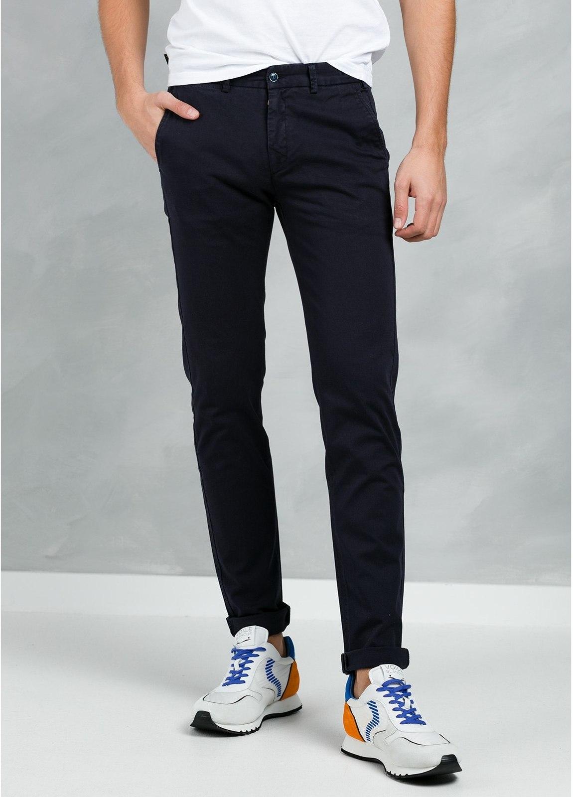 Pantalón Casual Wear, SLIM FIT micro textura color azul marino, 97% Algodón 3% Elastómero.