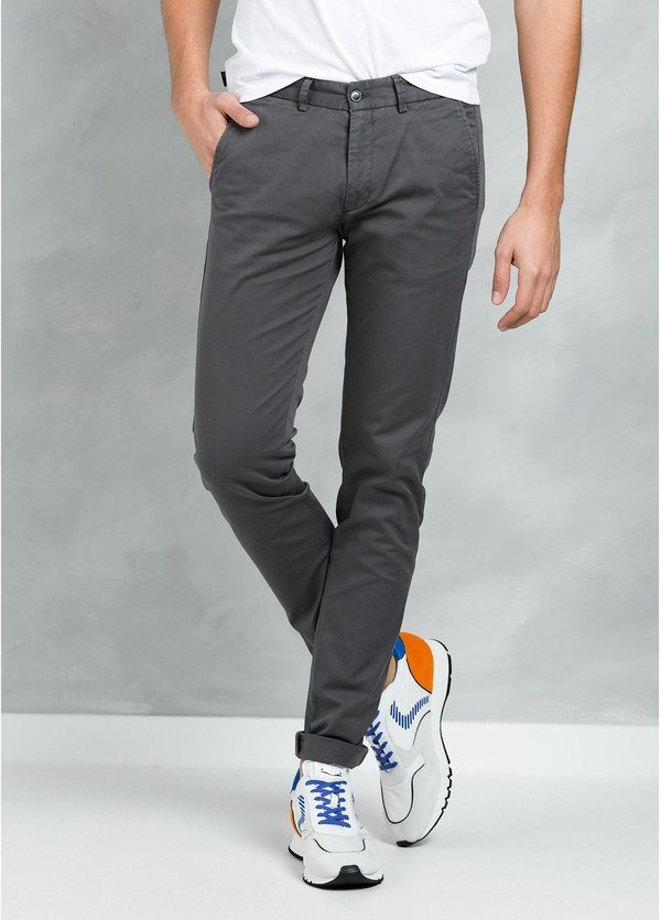 Pantalón Casual Wear, SLIM FIT micro textura color carbón, 97% Algodón 3% Elastómero.