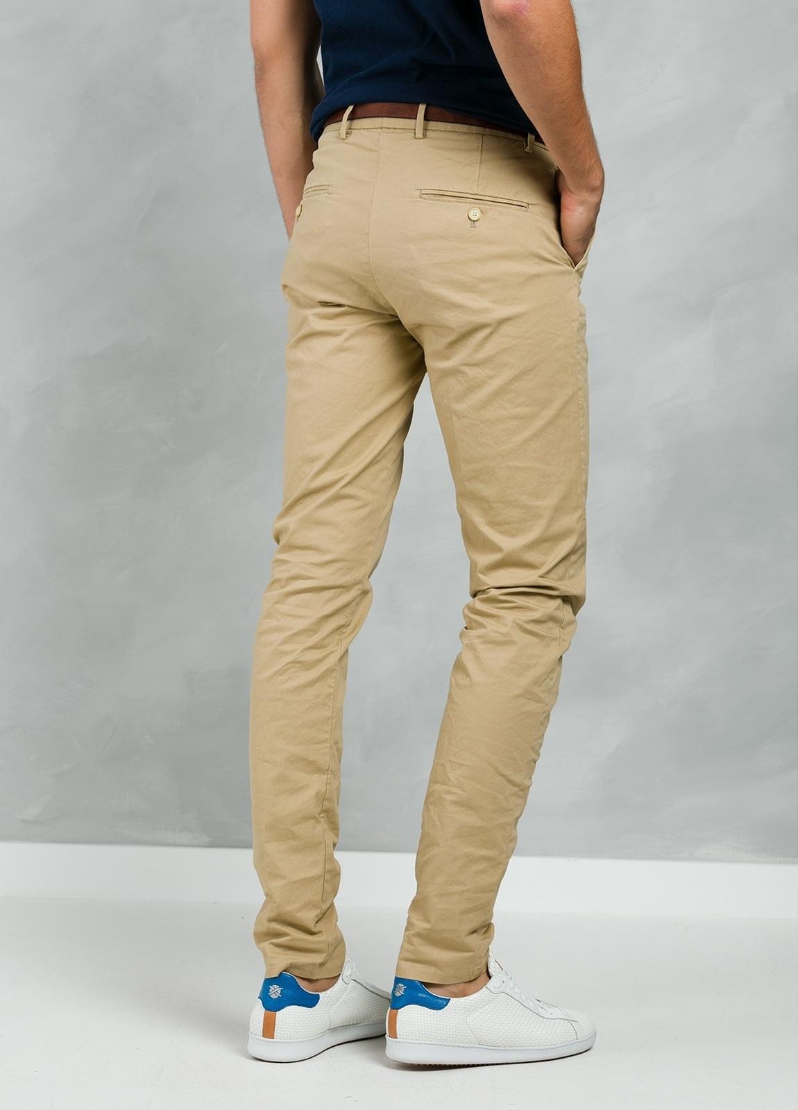 Pantalón chino color tostado, Algodón. - Ítem1