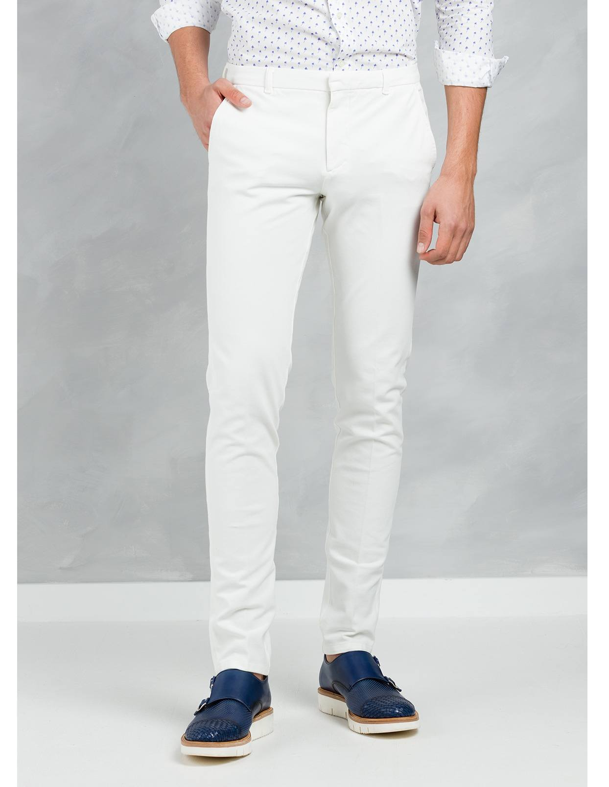 Pantalón chino SLIM FIT color crudo, algodón piquet.
