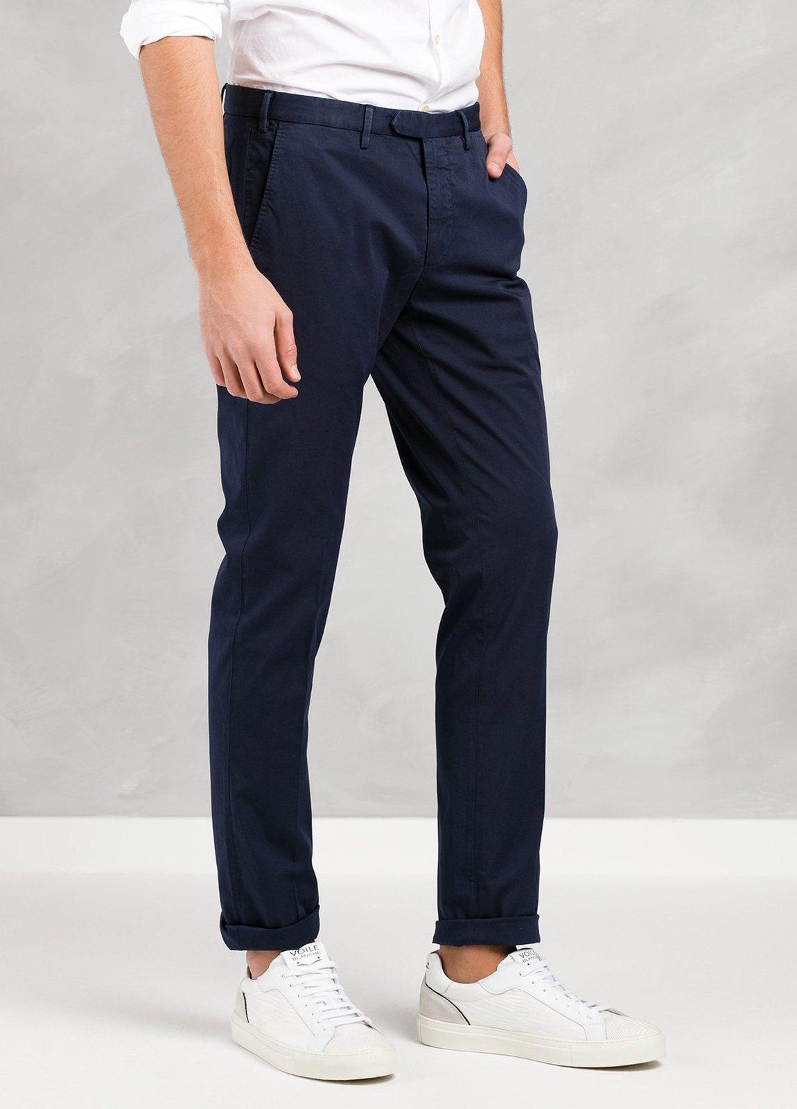 Pantalón chino modelo BWWT color azul marino, algodón gabardina delavada. - Ítem1