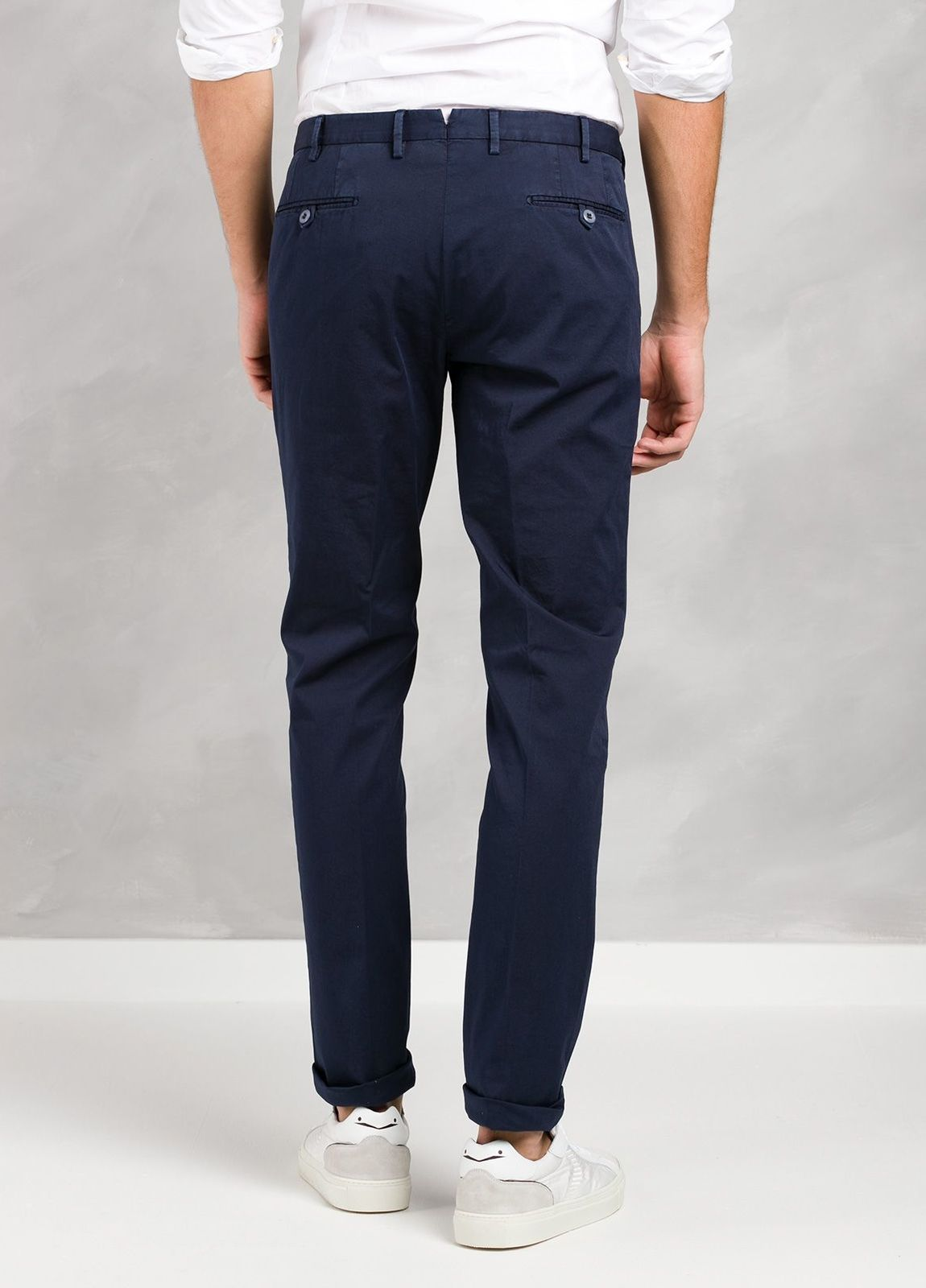 Pantalón chino modelo BWWT color azul marino, algodón gabardina delavada. - Ítem2