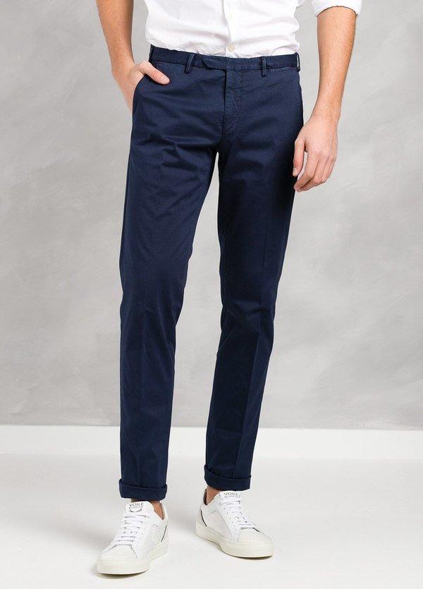 Pantalón chino modelo BWWT color azul marino, algodón satinado delavado.