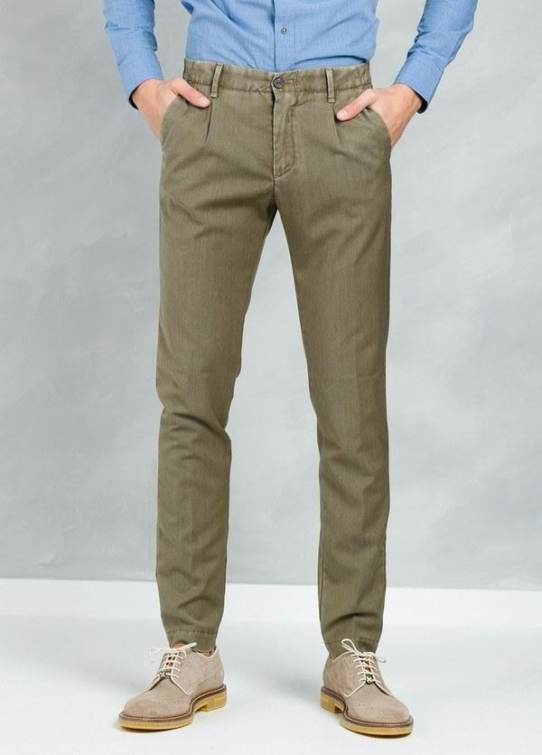 Pantalón sport Slim Fit con pliegues color visón,100% Pura lana fría virgen.