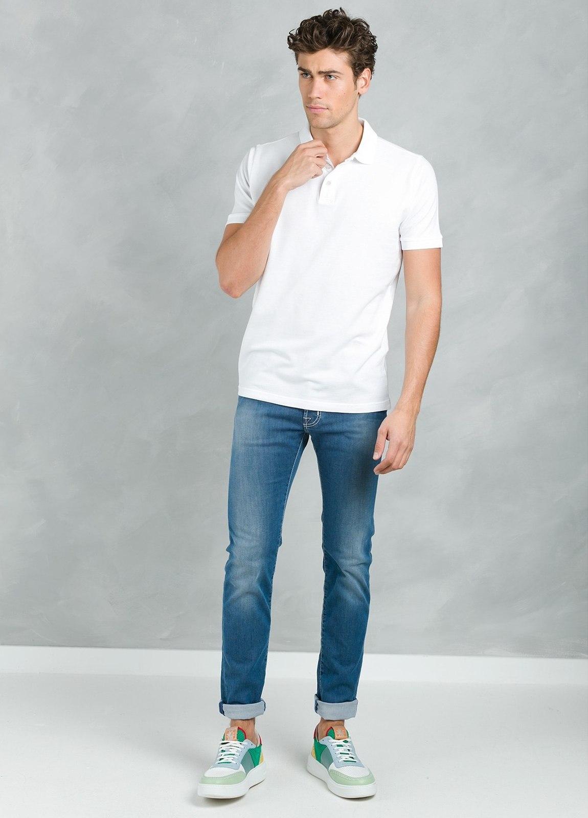 Polo manga corta con flor grabada en cuello, color blanco, 95% Algodón 5% Elastán. - Ítem2