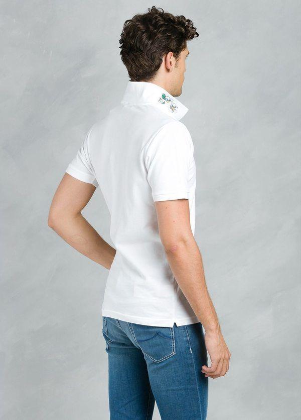 Polo manga corta con flor grabada en cuello, color blanco, 95% Algodón 5% Elastán. - Ítem1